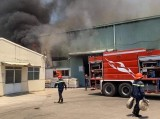 Nỗ lực dập đám cháy ở công ty sản xuất gốm sứ