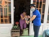 Phường Lái Thiêu, TP.Thuận An: Trao tặng quà cho 300 hộ nghèo, hộ cận nghèo trên địa bàn