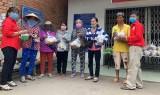 Nhóm từ thiện Sen Vàng: Tỏa ngát hương đời yêu thương