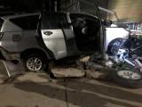 Ô tô 7 chỗ tông gãy cây xanh bên đường, tài xế thoát nạn