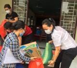 Hội Liên hiệp Phụ nữ phường Phú Hòa: Tặng 50 phần quà cho hội viên khó khăn