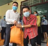Eximbank Bình Dương: Tặng 200 phần quà cho người khó khăn trong mùa dịch Covid-19