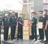 Ban Chỉ huy Quân sự TX.Bến Cát: Trao quà, thiết bị, vật chất y tế cho Chi khu quân sự huyện Koh Thom, tỉnh Kandal, Campuchia