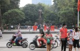 Hanoi: Tourist sites packed with visitors as social distancing order lifted