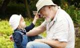 5 lợi ích của việc cho trẻ gần gũi ông bà