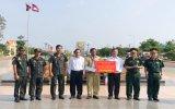 TX.Tân Uyên: Tặng quà, trang bị, vật chất phòng, chống dịch Covid-19 cho huyện Sambo (Campuchia)