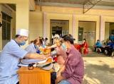 Hội Thầy thuốc trẻ tỉnh Bình Dương: Khám bệnh, phát thuốc miễn phí, tặng quà cho 70 người dân khó khăn