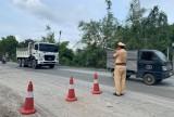 Ra quân tổng kiểm soát tải trọng xe trên đường ĐT746