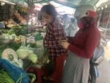 """Thị trường rau, củ quả: Giá cả, chất lượng """"đánh đố"""" người tiêu dùng"""