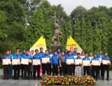 Outstanding Party members, advanced youths in following Uncle Ho's teachings honored