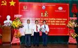 越南国家银行平阳分行荣获积极参加2019年保卫祖国安全运动的奖状