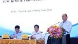 越南政府总理阮春福主持越南南部重点经济区各省市人委会领导人工作会议