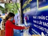 """平阳省工人青年和年轻劳动者扶持中心展开""""大米ATM""""自动取米机和零盾货摊活动"""