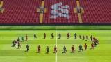 Toàn đội Liverpool quỳ gối