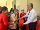 Hội Chữ thập đỏ tỉnh Bình Dương: Phối hợp trao tặng quà cho 737 địa chỉ nhân đạo