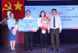 Vietinbank - Chi nhánh Bình Dương: Trao tặng Quỹ hỗ trợ công nhân lao động có hoàn cảnh khó khăn 500 triệu động