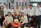 Đoàn cán bộ tỉnh đi thăm và tặng quà các cụ tròn 100 tuổi
