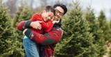 5 tác dụng của việc ôm con mỗi ngày