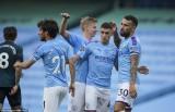 Thắng hủy diệt, Man City níu chân Liverpool trước bục vinh quang
