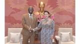 越南国会主席阮氏金银会见世界银行驻越南首席代表奥斯曼·迪奥