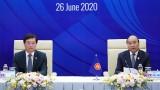 越南政府总理阮春福主持东盟领导人与东盟青年领袖代表对话会