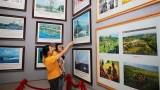 广治省举行有关黄沙、长沙的地图资料展