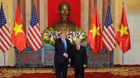 越共中央总书记、国家主席阮富仲与美利坚合众国总统唐纳德•特朗普互致贺电