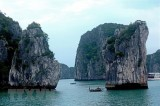 Ha Long Bay sightseeing ticket fares down by half for cruise tourists