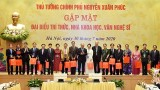 阮春福总理会见知识分子、科学家和文艺工作者代表