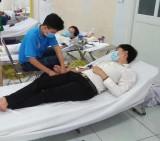 Nhiều cán bộ, nhân viên Bệnh viện Vạn Phúc tham gia hiến máu