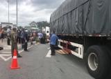 Va chạm xe container, người điều khiển xe máy bị cán chết