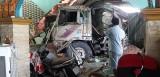 Xe ben tông vào 3 nhà dân, nhiều người bị thương