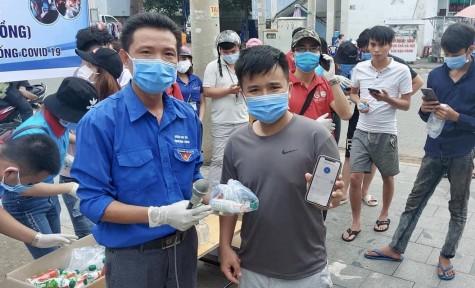 Hỗ trợ công nhân lao động phòng chống dịch bệnh