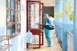 """Cảnh giác với """"chiêu"""" giả nhân viên y tế thu phí phun thuốc chống dịch bệnh"""