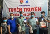 Tặng quà và tuyên truyền phòng, chống dịch Covid-19 trong công nhân