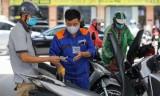 Giá xăng RON 95 tăng, dầu giảm