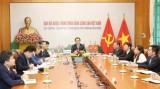 越共中央对外部部长与老挝革命人民党中央对外联络部部长举行视频会谈