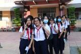 Học sinh tập trung đến trường