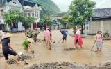 越南多地遭受雷暴雨袭击 造成重大财产损失