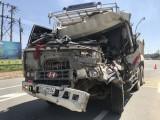 Người dân giải cứu tài xế xe ben mắc kẹt trong cabin sau tai nạn