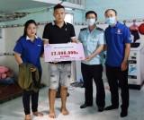 Đoàn khối Cơ quan - Doanh nghiệp tỉnh Bình Dương: Trao gần 17,6 triệu đồng cho thanh niên công nhân khó khăn