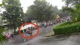 """Hàng trăm """"quái xế"""" tụ tập đua xe dưới mưa"""