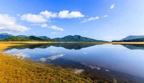 Nui Mot Lake, a perfect getaway destination