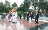 Đoàn đại biểu dự Đại hội Đảng bộ tỉnh Bình Dương lần thứ XI viếng Nghĩa trang Liệt sĩ tỉnh