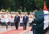 Thủ tướng Nguyễn Xuân Phúc chủ trì lễ đón chính thức Thủ tướng Nhật Bản