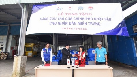 日本政府向承天顺化省捐赠50台净水器和250张塑料布