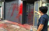 Mượn tiền không trả, bị tạt sơn vào nhà?