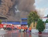 Đám cháy tại công ty kinh doanh phế liệu không có thiệt hại về người