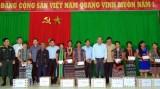 越南领导人深入灾区看望慰问受灾群众并送上慰问品