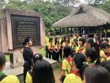 Đoàn đại biểu cháu ngoan Bác Hồ tỉnh tham quan, tìm hiểu lịch sử đình Tân Trào